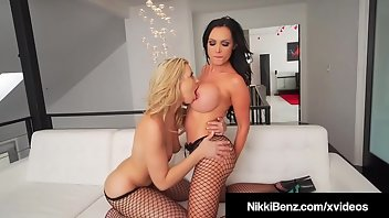 Housewife Dildo Blonde Brunette