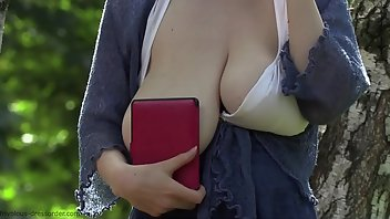Downblouse Outdoor Big Tits
